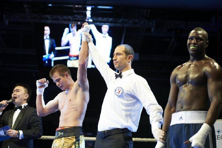 Ainar Karlson võitis rootsi poksijat Babacar Kamarat